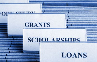 Major Differences between Grants, Scholarships and Student Loans